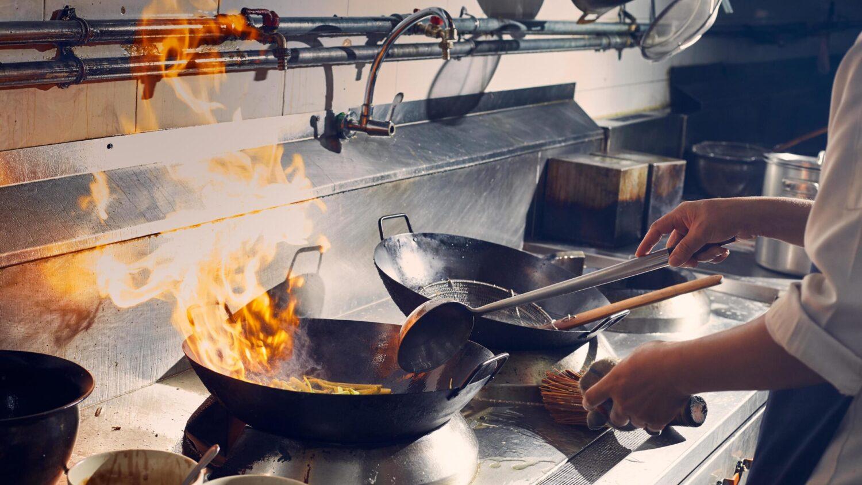 la frittura con il wok